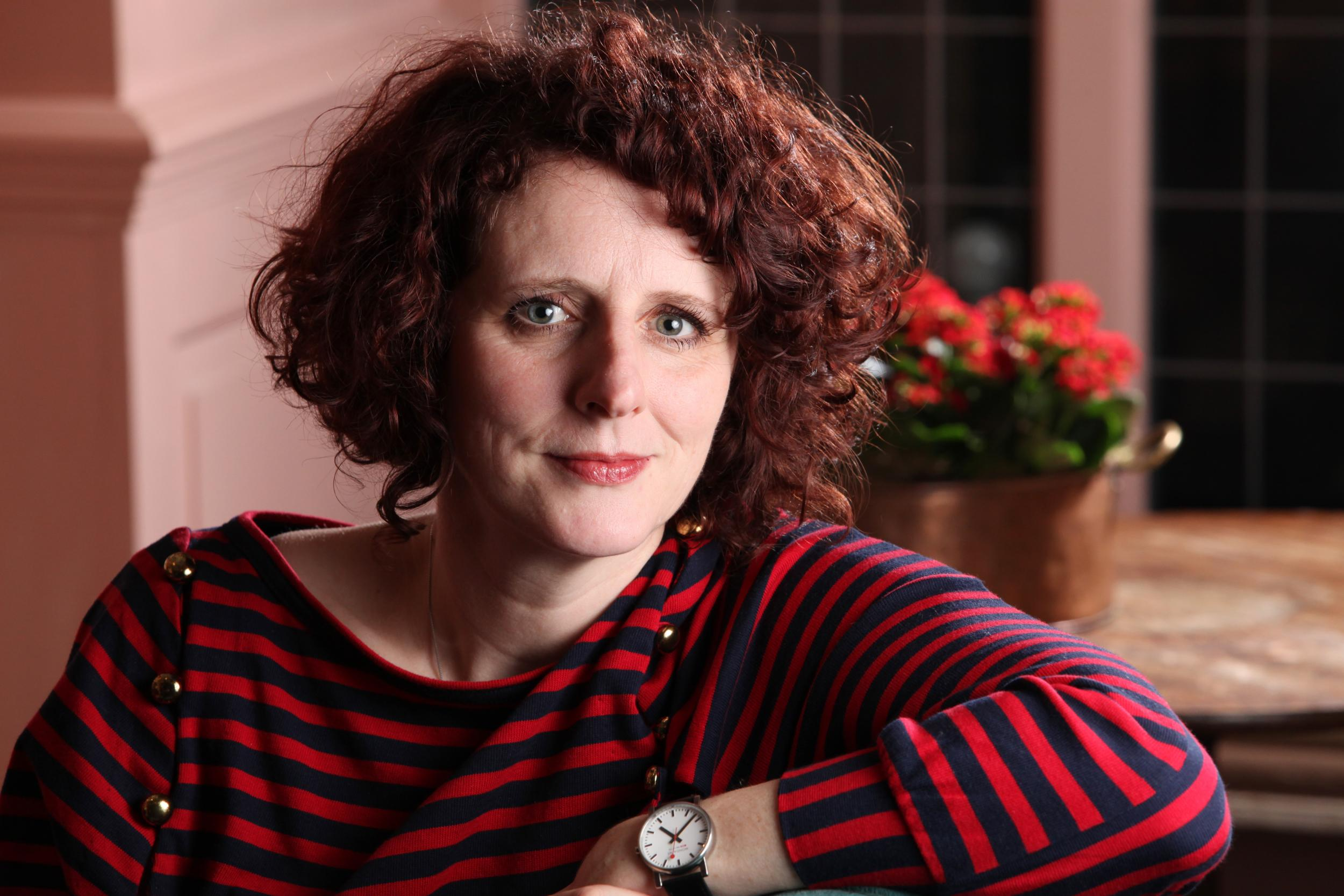 Image of Maggie O'Farrell with I am, I am, I am