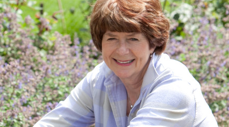 Image of Coffee and cake with Pam Ayres