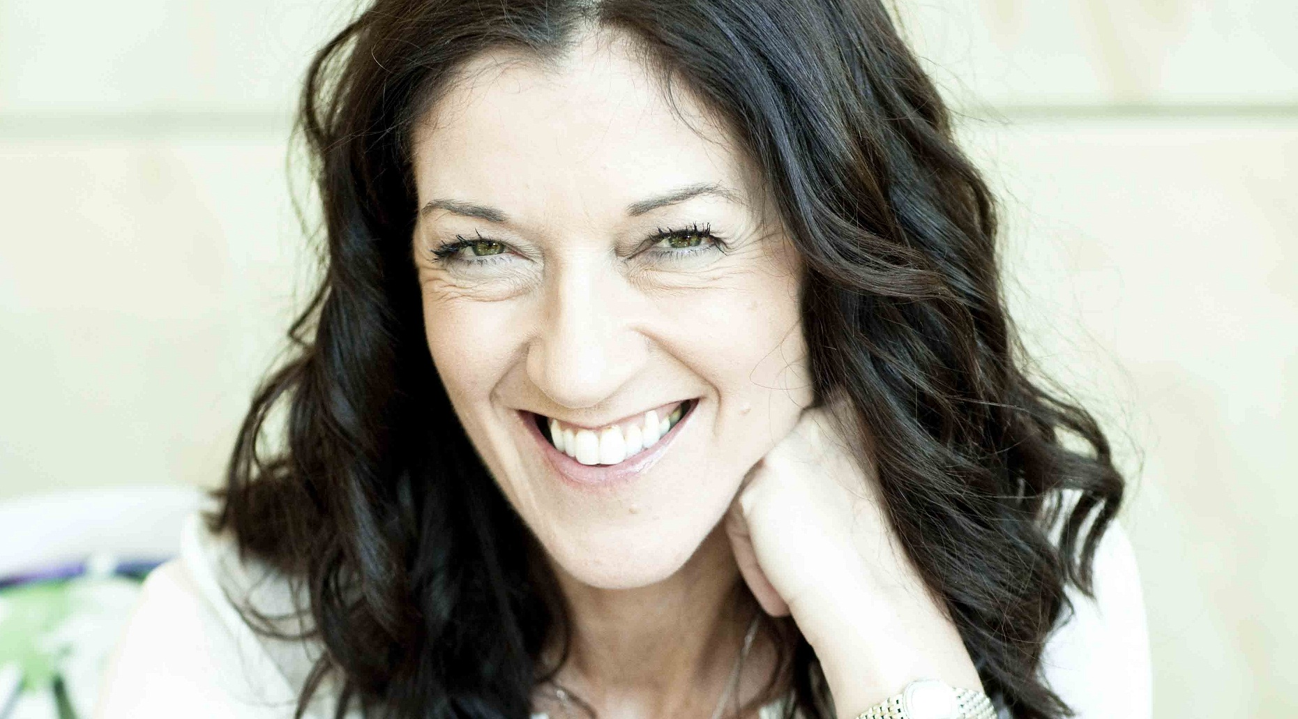 victoria hislop 2017-7-5  victoria hislop read english at st hilda's college, oxford, and writes travel features for the sunday telegraph, the mail on sunday, and woman .